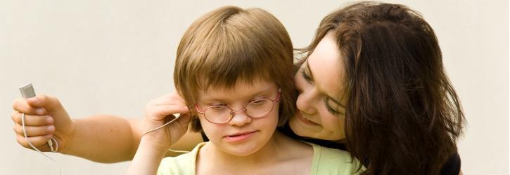 Kind mit Frau foto Fotolia