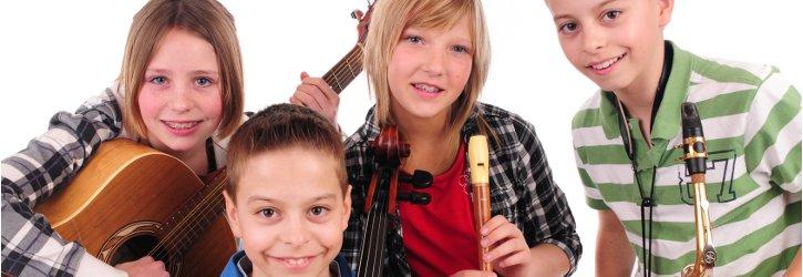 Kinder mit Musikinstrumenten  Foto Fotolia