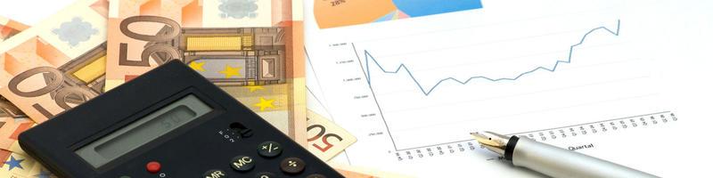 Taschenrechner, Statistik und Geld Foto Fotolia